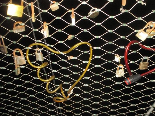 גשר המנעולים, המקום שבו נועלים את הלבבות. צילום: אירית סלע